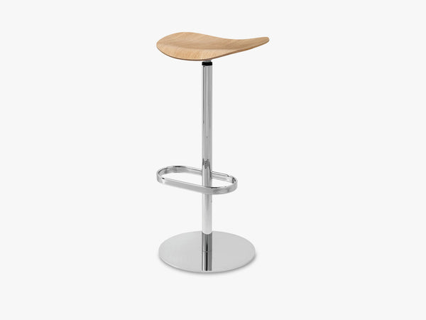 2D Bar Stool - Un-upholstered - 75 cm Swivel Chrome base, Oak shell fra GUBI