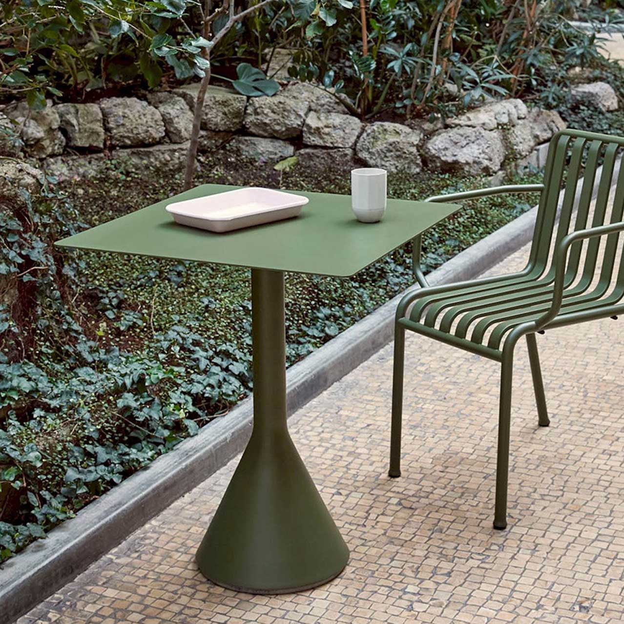 Palissade Cone Table - Square, Olive fra HAY