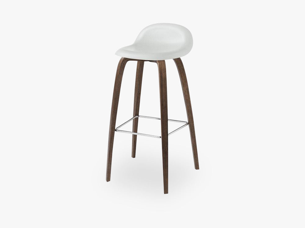 3D Counter Stool - Un-upholstered - 65 cm American Walnut base, White Cloud shell fra GUBI