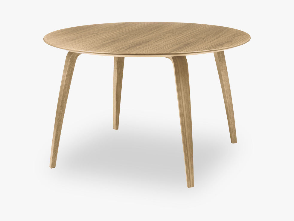 GUBI Dining Table - Round - Dia120, Oak base, Oak top fra GUBI