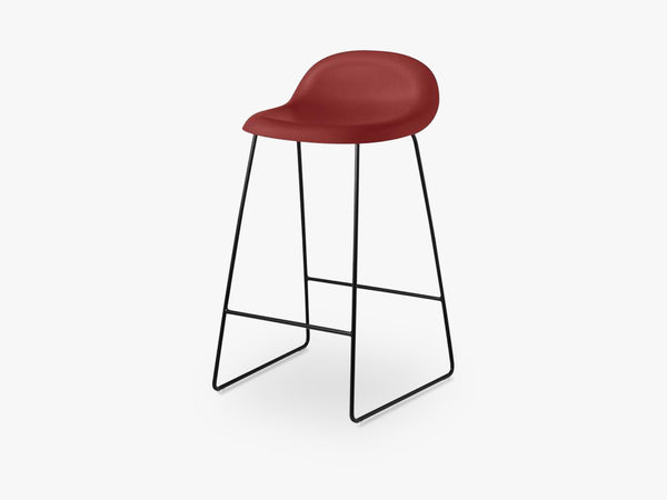 3D Counter Stool - Un-upholstered - 65 cm Sledge Black base, Shy Cherry shell fra GUBI