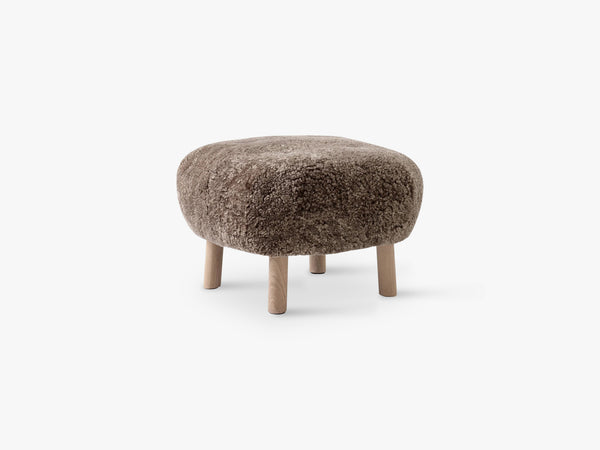 Lille Petra Pouf ATD1, Oak - Sahara Sheepskin fra &Tradition