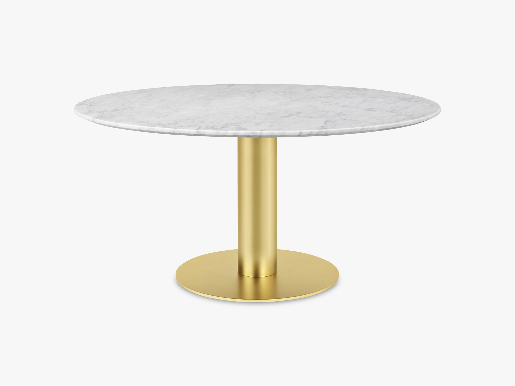 GUBI 2.0 Dining Table - Round - Ø150 - Brass base, Marble White top fra GUBI