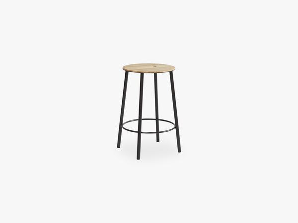 Adam Stool R031 Oak Black, H50 fra FRAMA