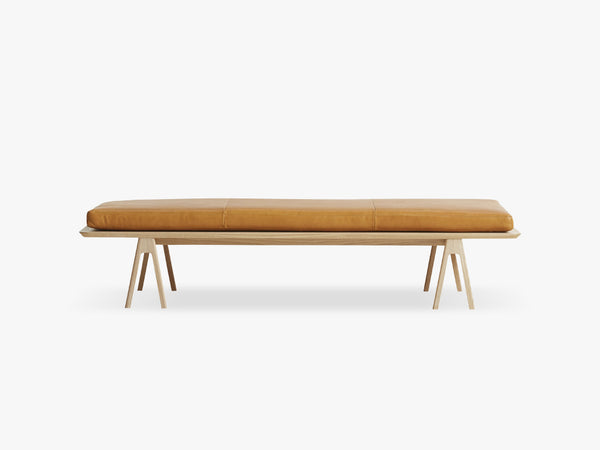 Level daybed, Oak/cognac leather fra WOUD