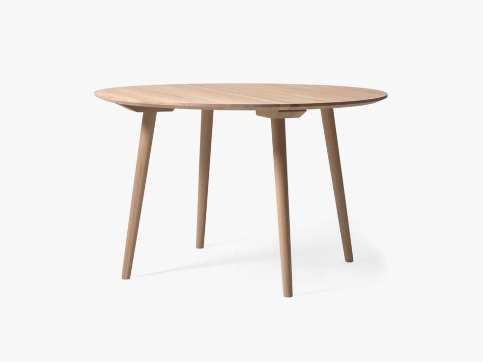 In Between Table - SK4 - Ø120cm, white oak fra &tradition