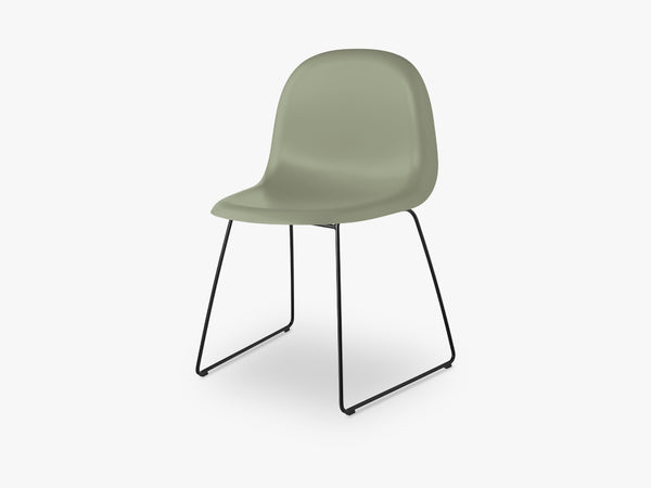 3D Dining Chair - Un-upholstered - Stackable Sledge Black base, Mistletoe Green shell fra GUBI