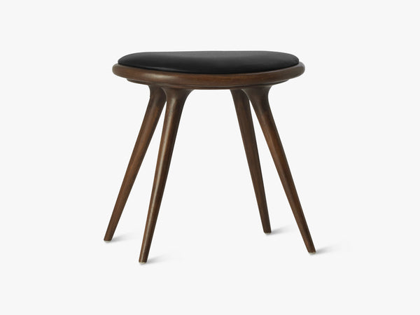 Low Stool H47, Dark Stained Oak fra Mater