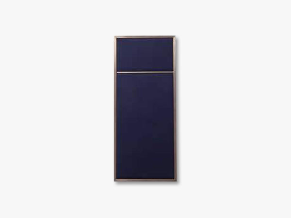 Nouveau Pin Small, Brass/ Navy Blue fra Please Wait To Be Seated