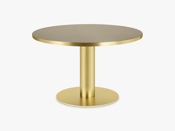 GUBI 2.0 Dining Table - Round - Ø125 - Brass base, Glass Sand top fra GUBI