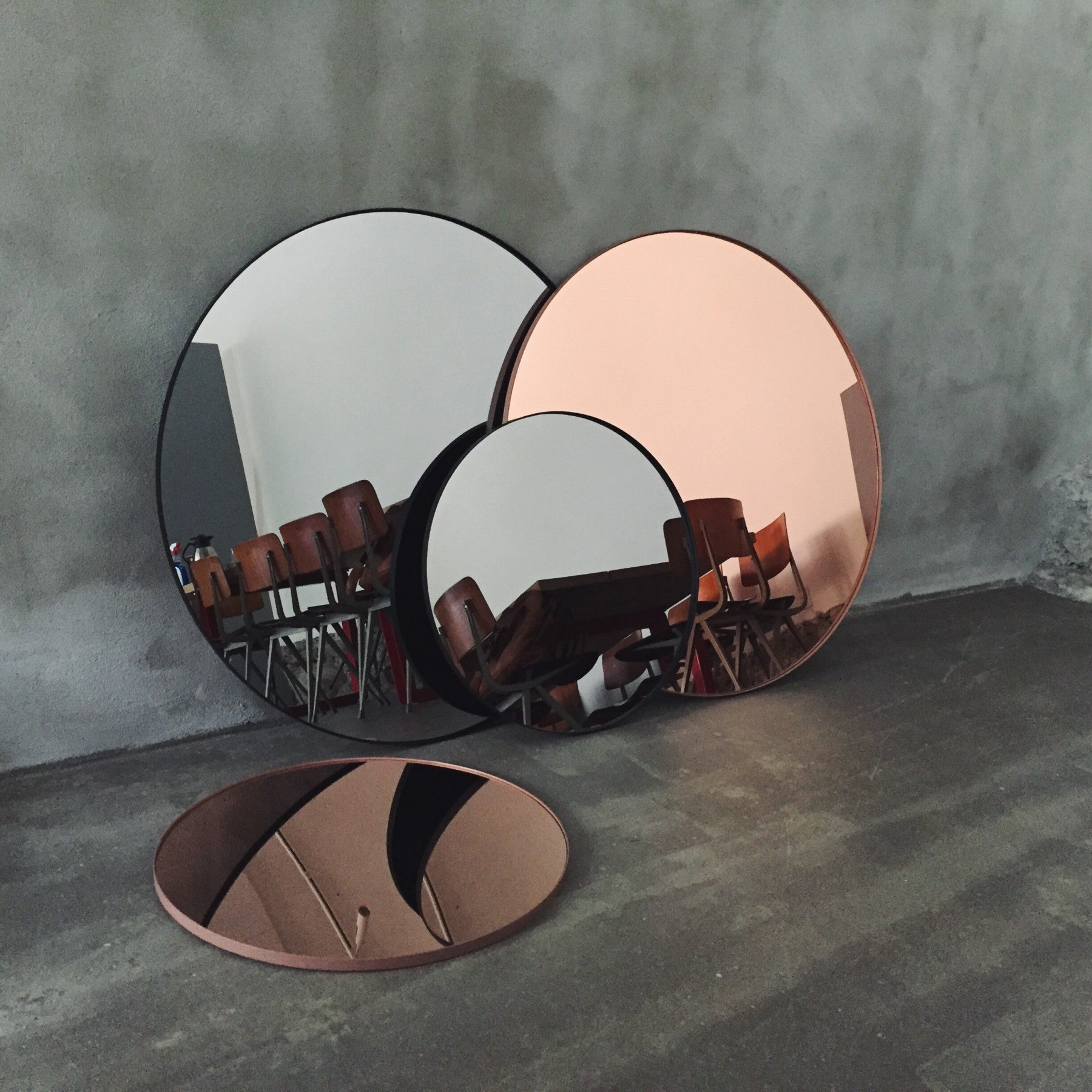 Round Mirror - Large, Sort fra AYTM