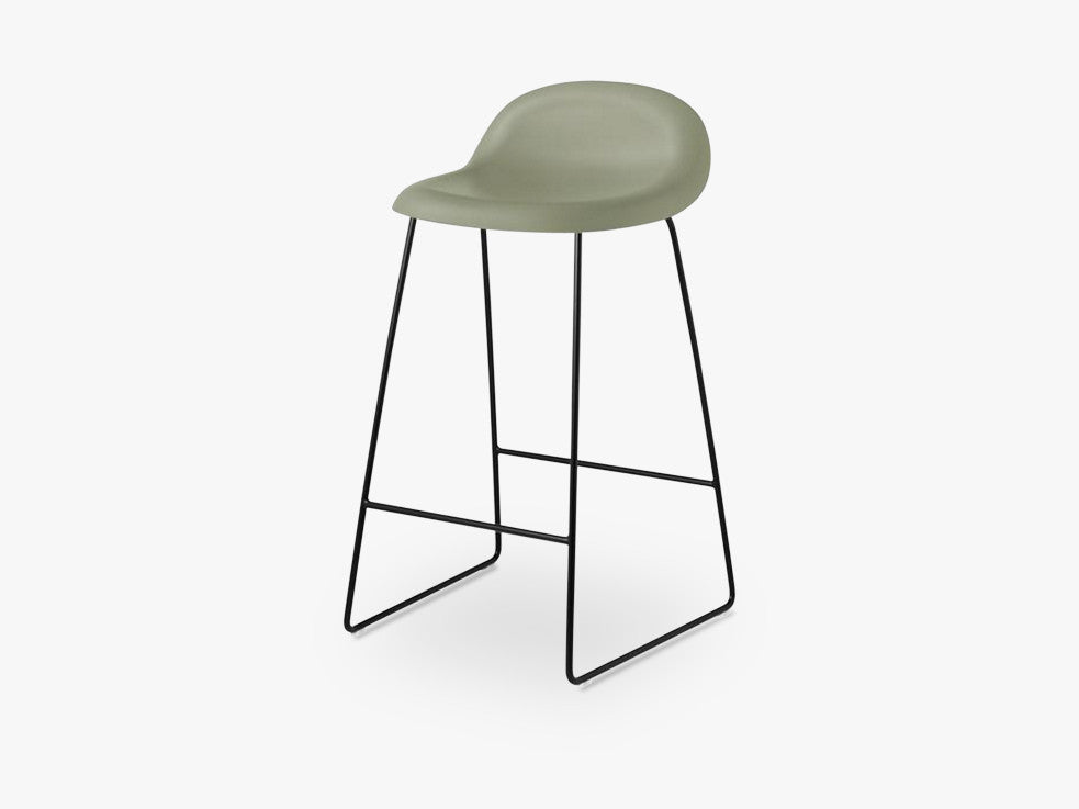 3D Counter Stool - Un-upholstered - 65 cm Sledge Black base, Mistletoe Green shell fra GUBI