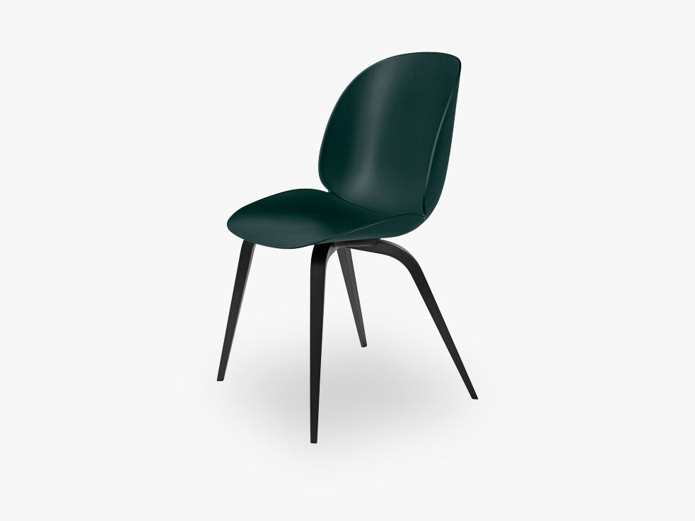 Beetle Dining Chair - Un-upholstered Black Stained Beech base, Green shell fra GUBI
