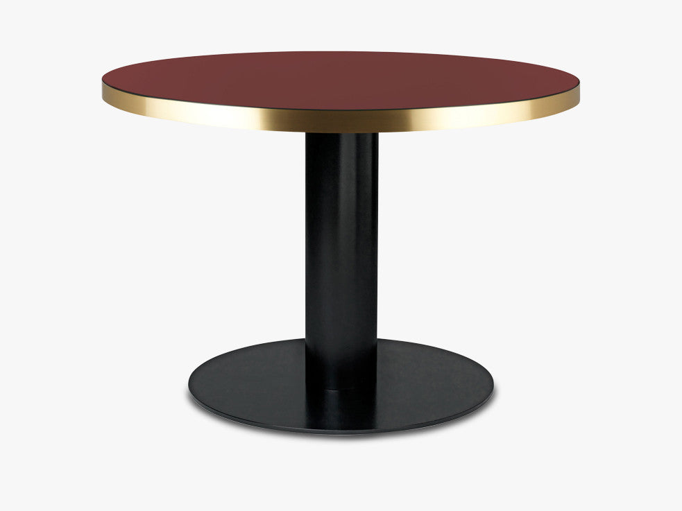 GUBI 2.0 Dining Table - Round - Dia 110 Brass Base, Glass Cherry Red Top fra GUBI