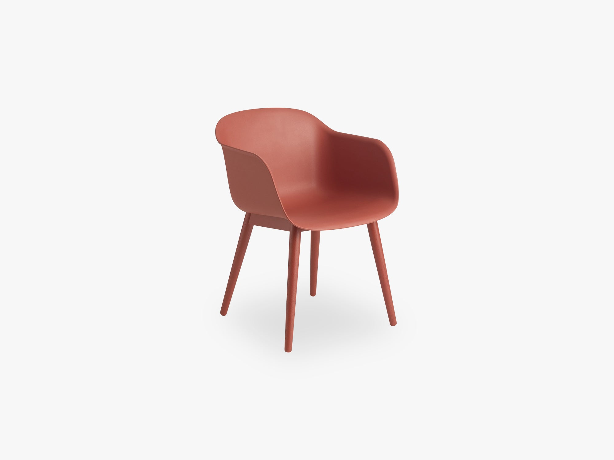 Fiber Armchair - Wood Base - Normal Shell, Dusty Red/Dusty Red fra Muuto