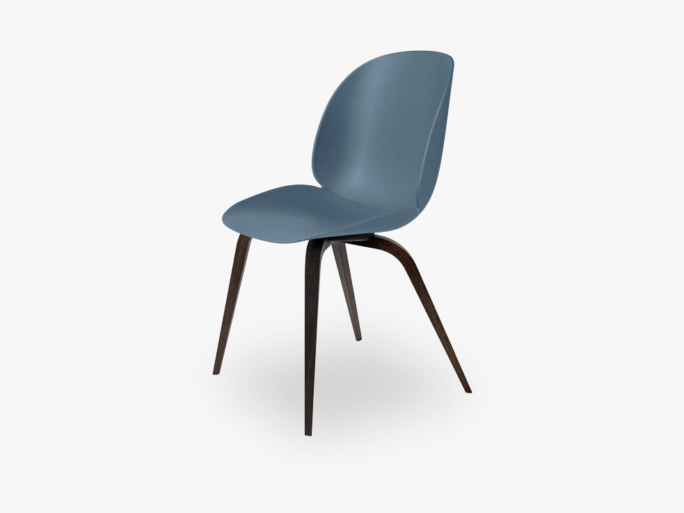 Beetle Dining Chair - Un-upholstered Smoked Oak base, Blue Grey shell fra GUBI