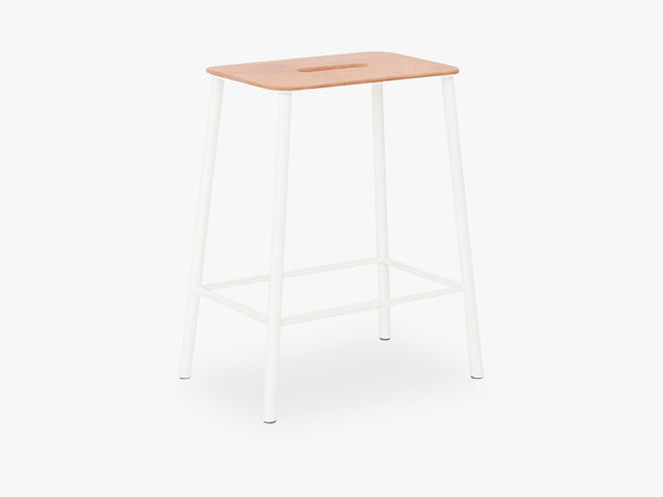 Adam Stool H50, Matt White Leather fra FRAMA