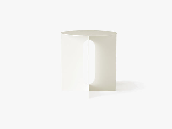 Androgyne Side Table Steel Base, Ivory fra Menu