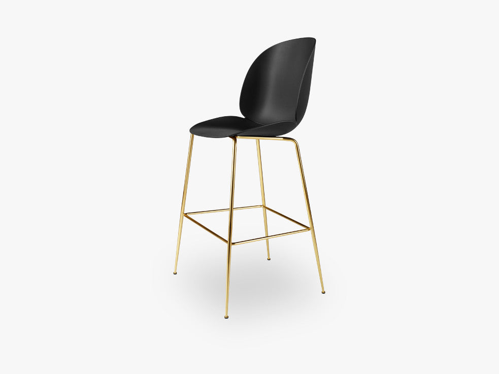 Beetle Bar Chair - Un-upholstered - 74 cm Conic Brass base, Black shell fra GUBI