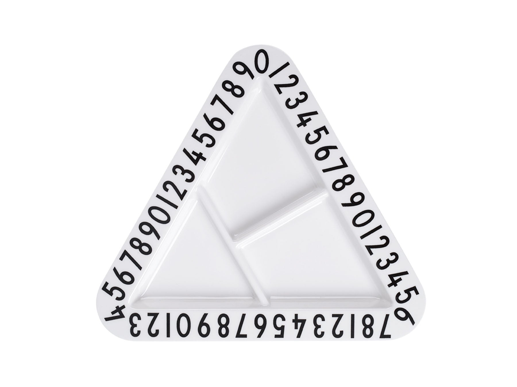 Triangular snackplate fra Design Letters