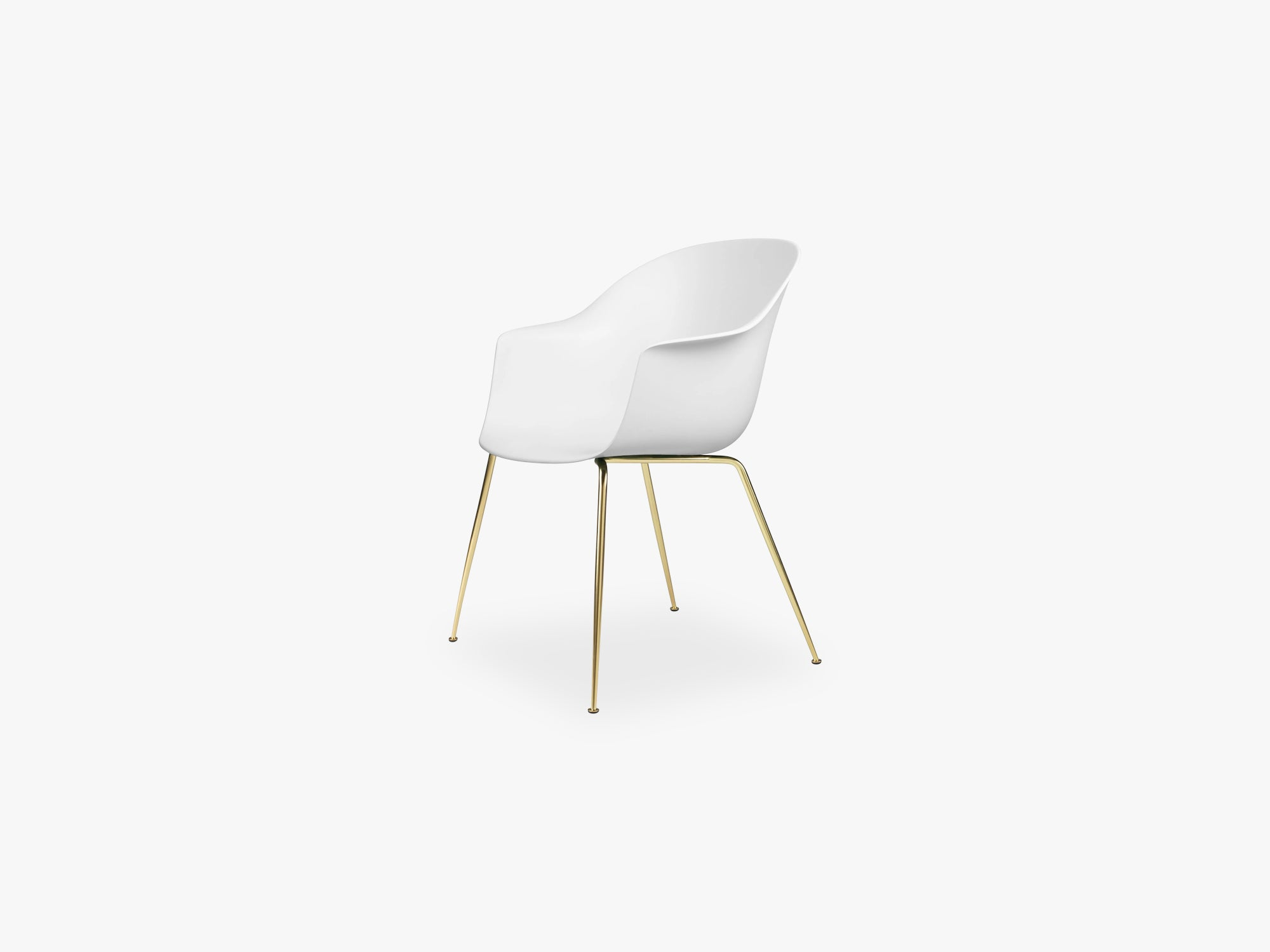 Bat Dining Chair - Skal m Conic base - Brass Semi Matt, Pure White fra GUBI