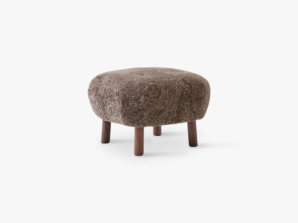 Lille Petra Pouf ATD1, Walnut - Sahara Sheepskin fra &Tradition