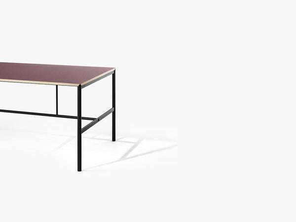 Mies Dining Table M1, Black/Burgundy Linoleum Oak fra MILLION