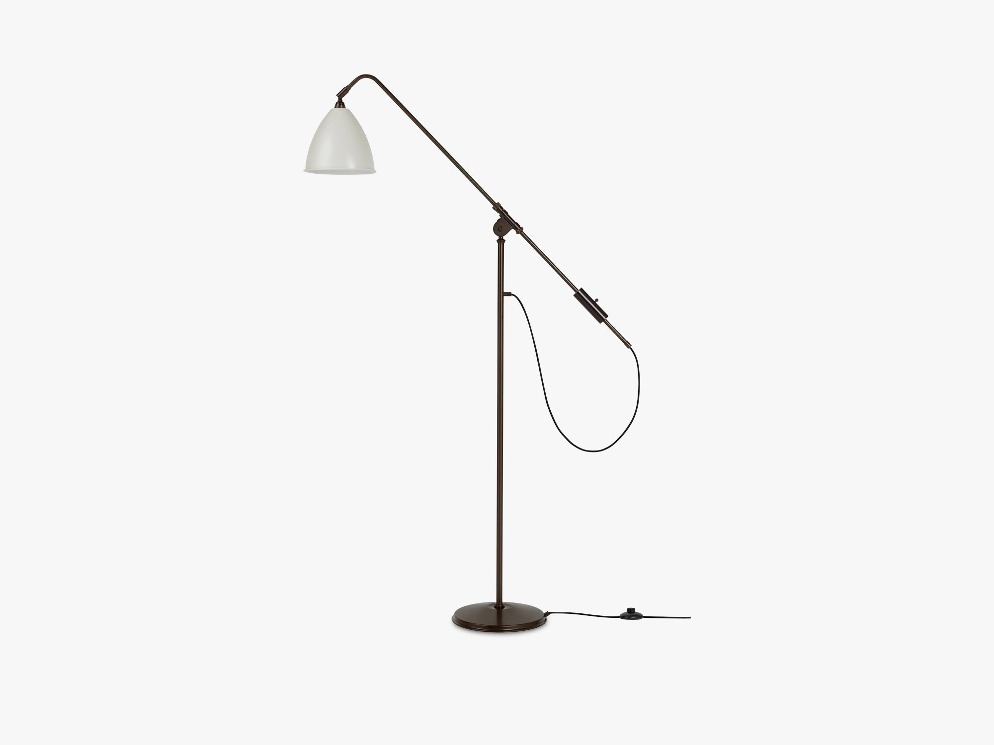 BL4 Floor Lamp - Ø21 Black Brass, Classic White Semi Matt fra GUBI