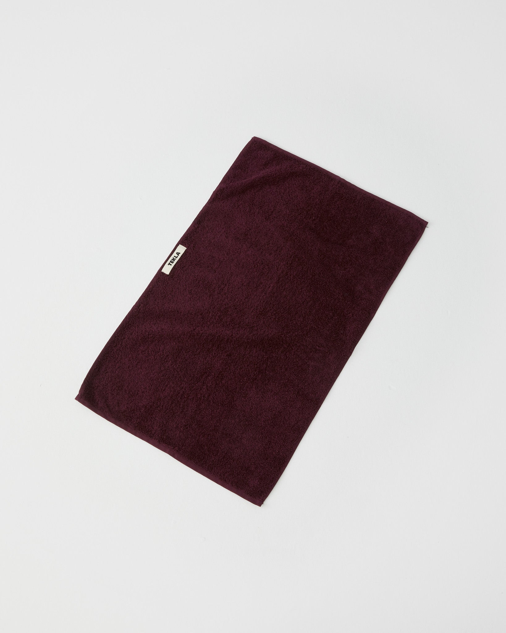 Bath Sheet, Plum Red fra Tekla Fabrics