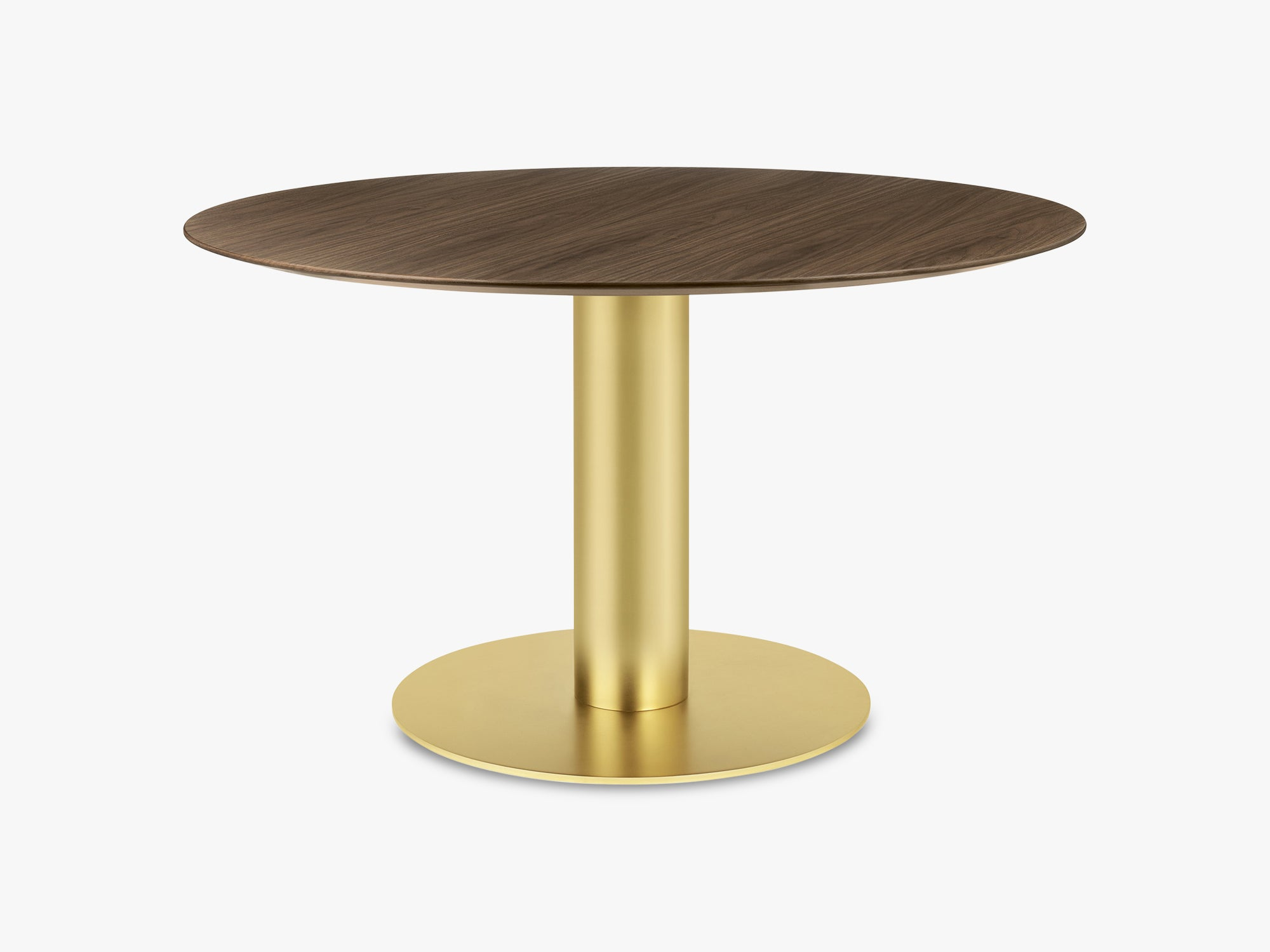 GUBI 2.0 Dining Table - Round - Ø130 - Brass base, Walnut top fra GUBI