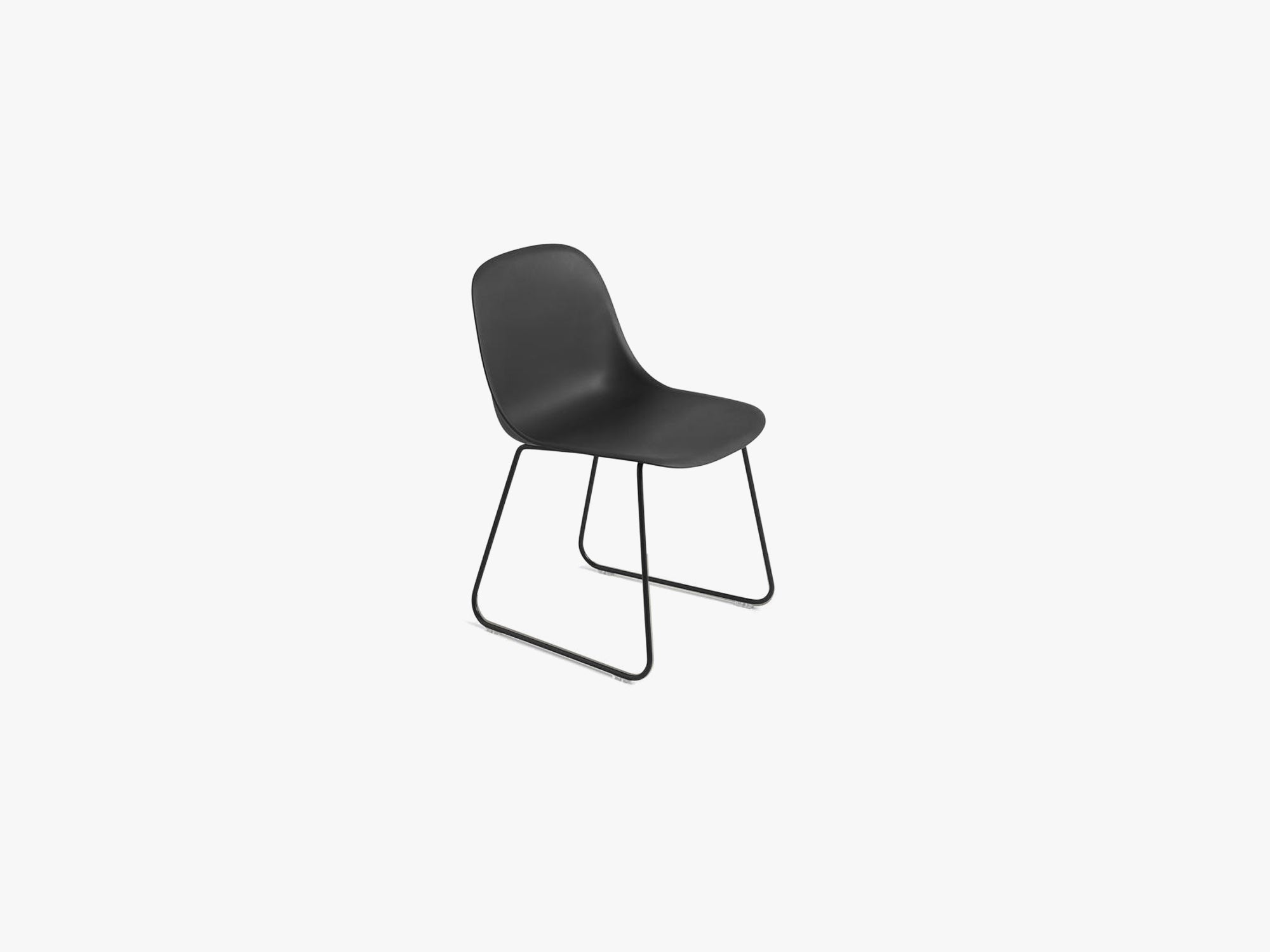 Fiber Side Chair - Sled Base - Normal Shell, Black/Black fra Muuto
