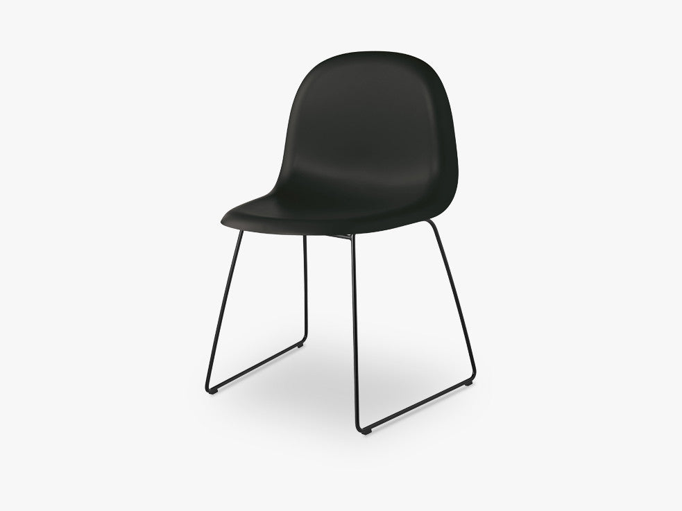 3D Dining Chair - Un-upholstered Sledge Black base, Midnight Black shell fra GUBI