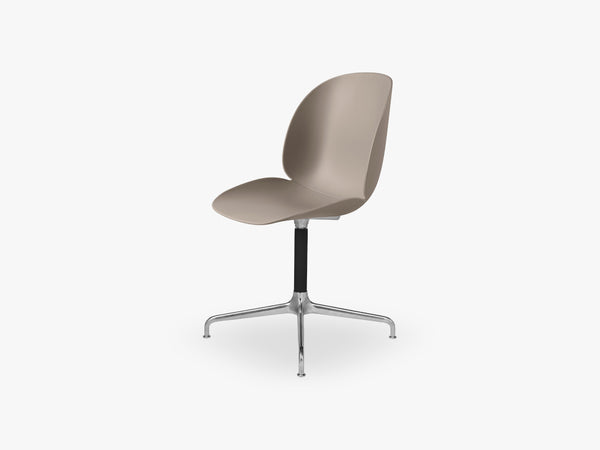 Beetle Meeting chair - Un-upholstered - 4-star swivel Aluminium base, New Beige shell fra GUBI