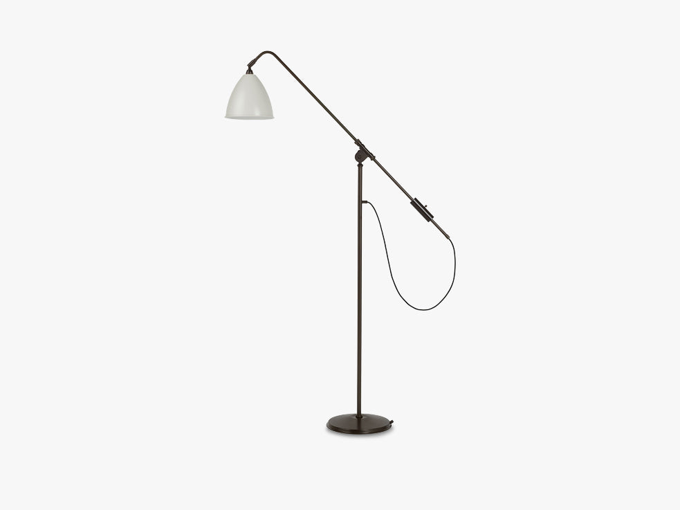 BL4 Floor Lamp, Ø21 - Black Brass base - Classic White shade fra GUBI