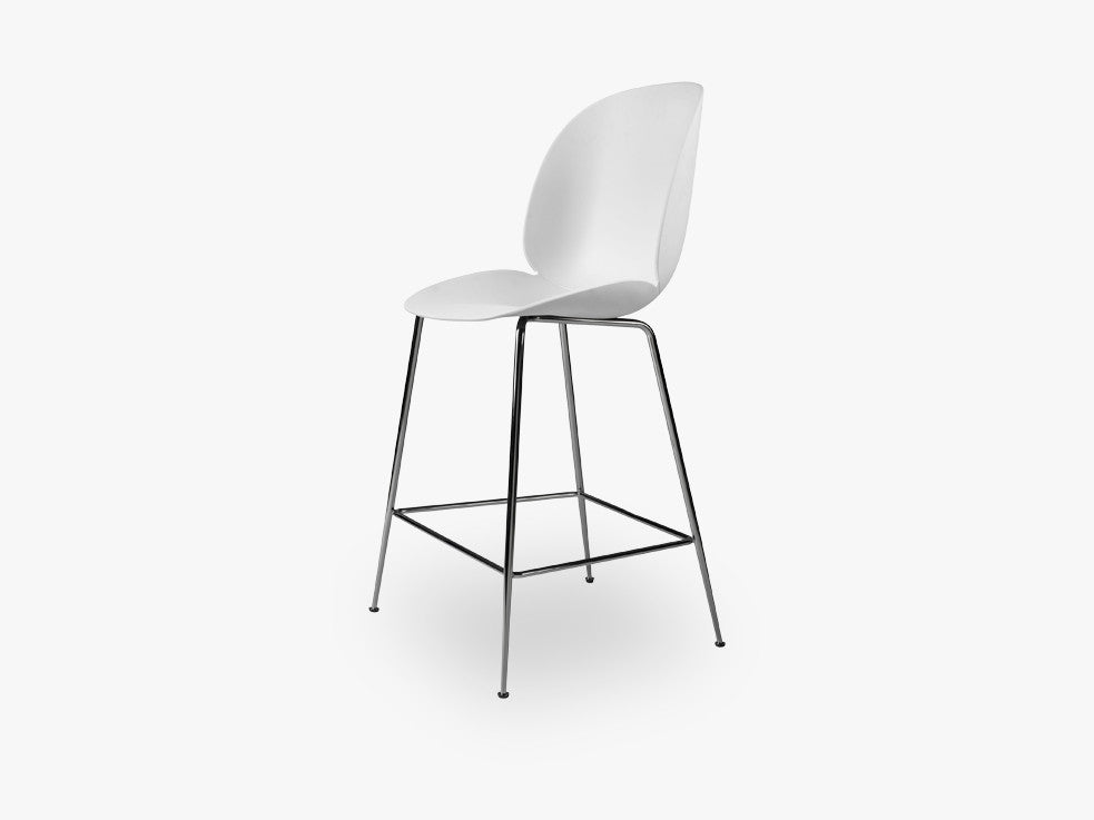 Beetle Counter Chair - Un-upholstered - 64 cm Conic Black Chrome base, White shell fra GUBI