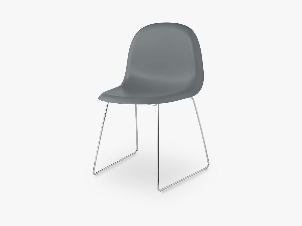 3D Dining Chair - Un-upholstered - Stackable Sledge Crome base, Rainy Grey shell fra GUBI