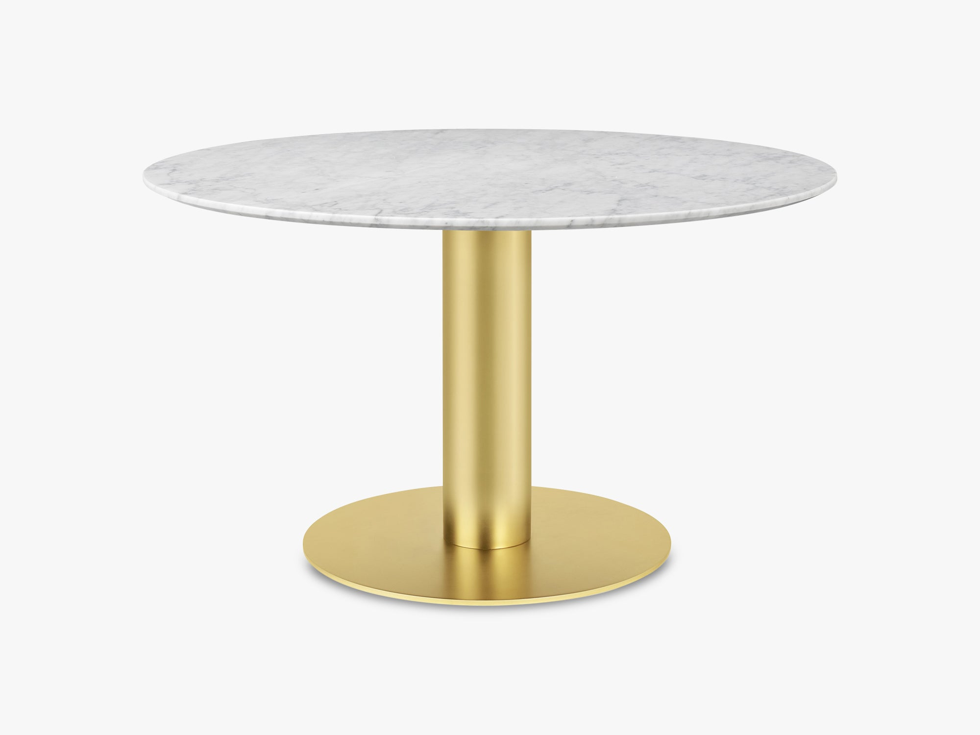 GUBI 2.0 Dining Table - Round - Ø130 - Brass base, Marble White top fra GUBI