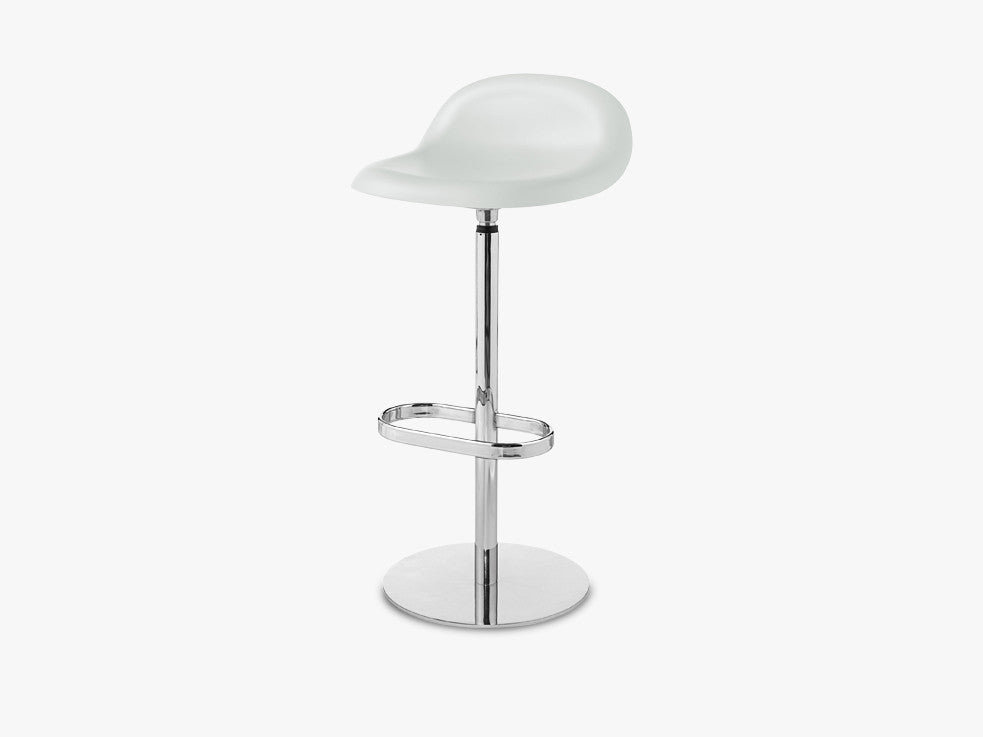 3D Bar Stool - Un-upholstered - 75 cm Swivel Chrome base, White Cloud shell fra GUBI