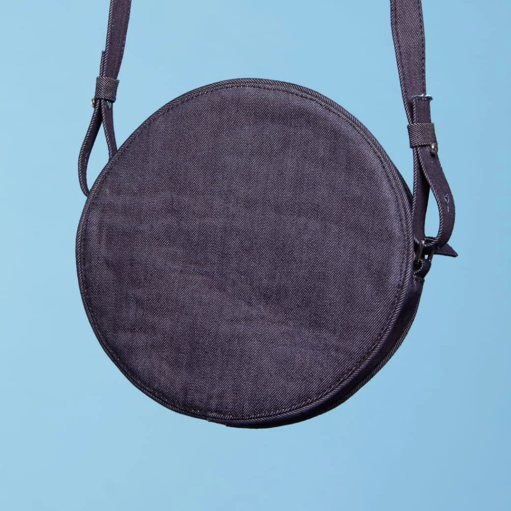 """GIVING FACE"" CROSS SHOULDER BAG"