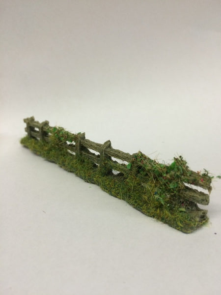 Javis 'OO' Old Weathered Grey Fence with Foliage (PF7)