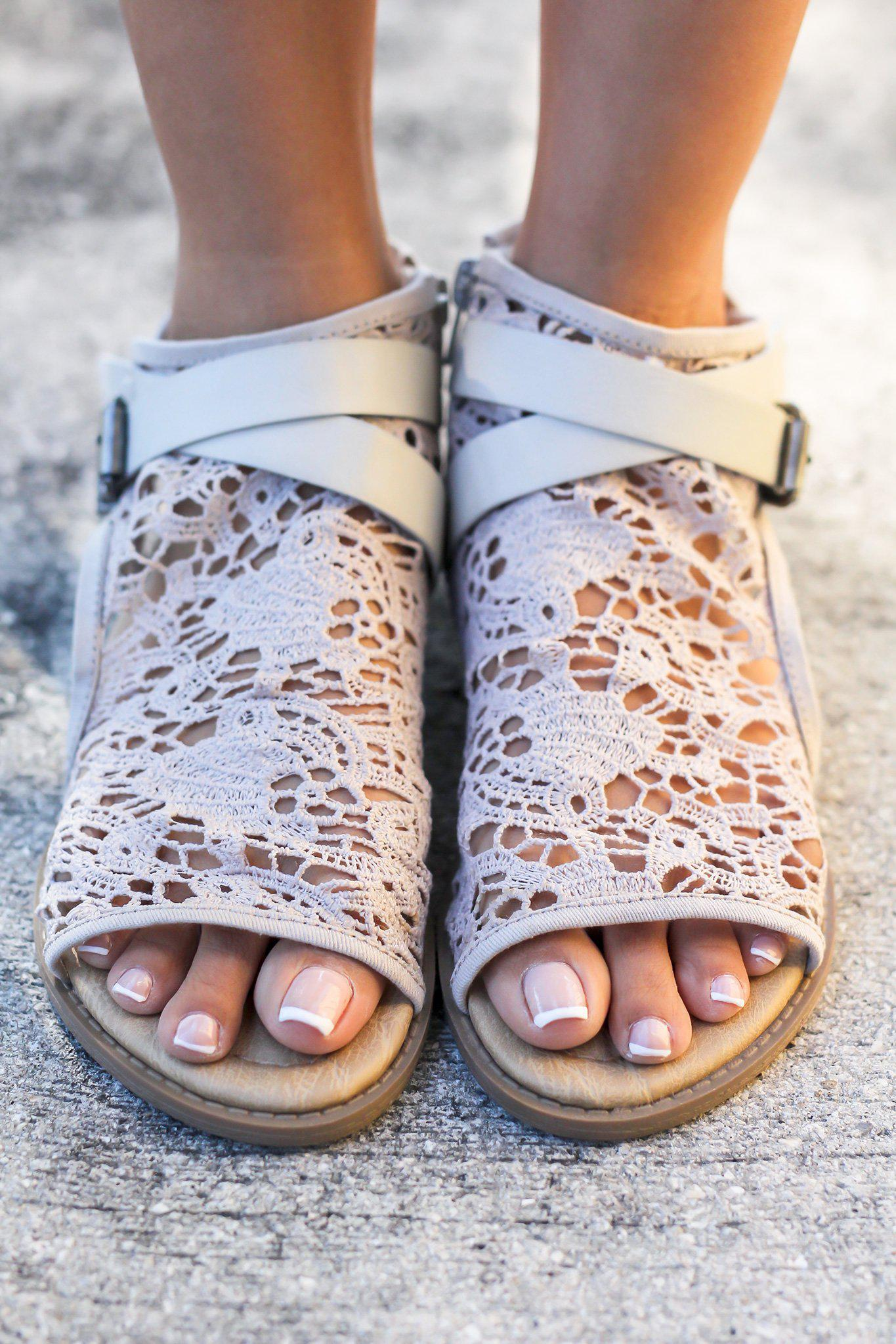 Aleska Light Gray Sandals