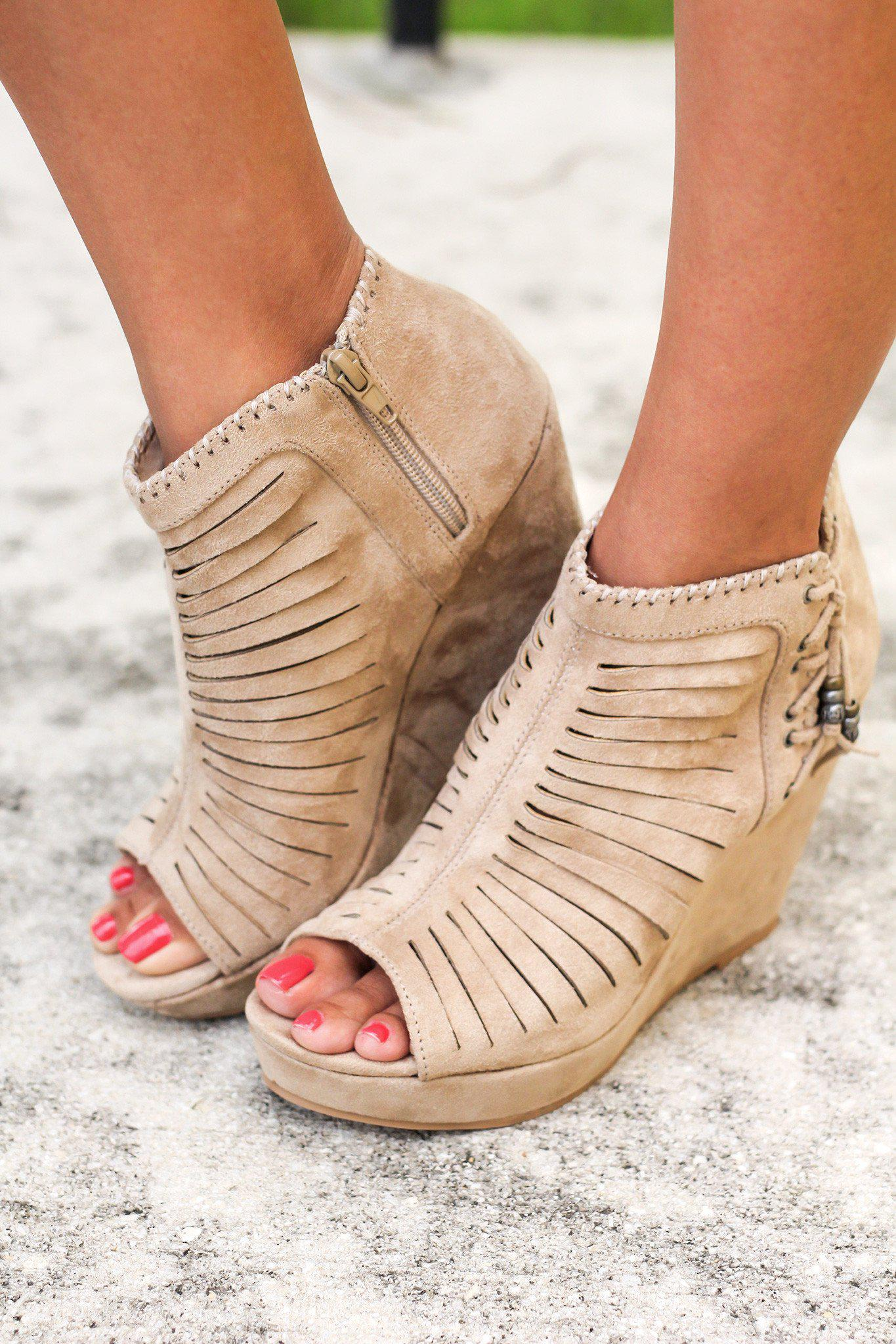 Avisio Cream Wedges