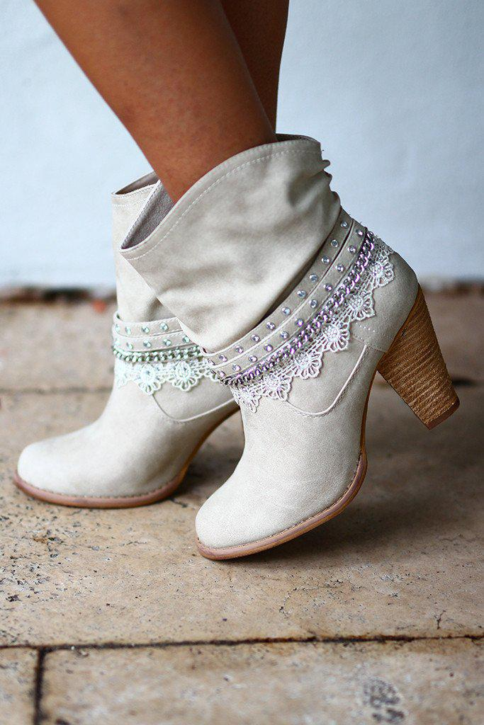 Cream Lobsteria Booties