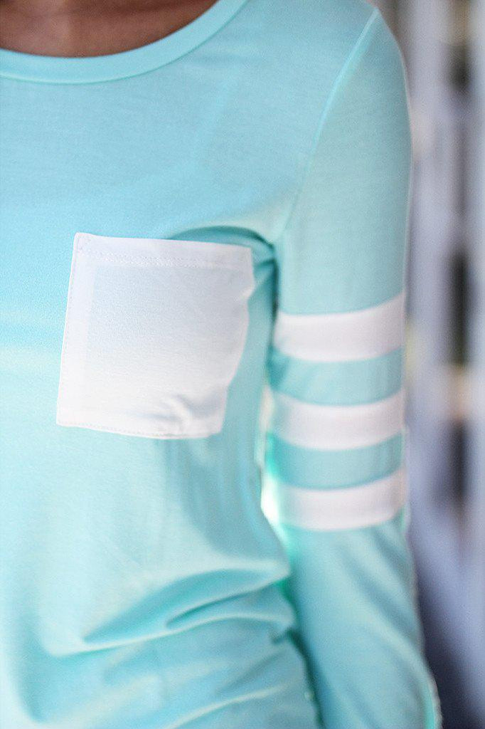 mint top with white front pocket