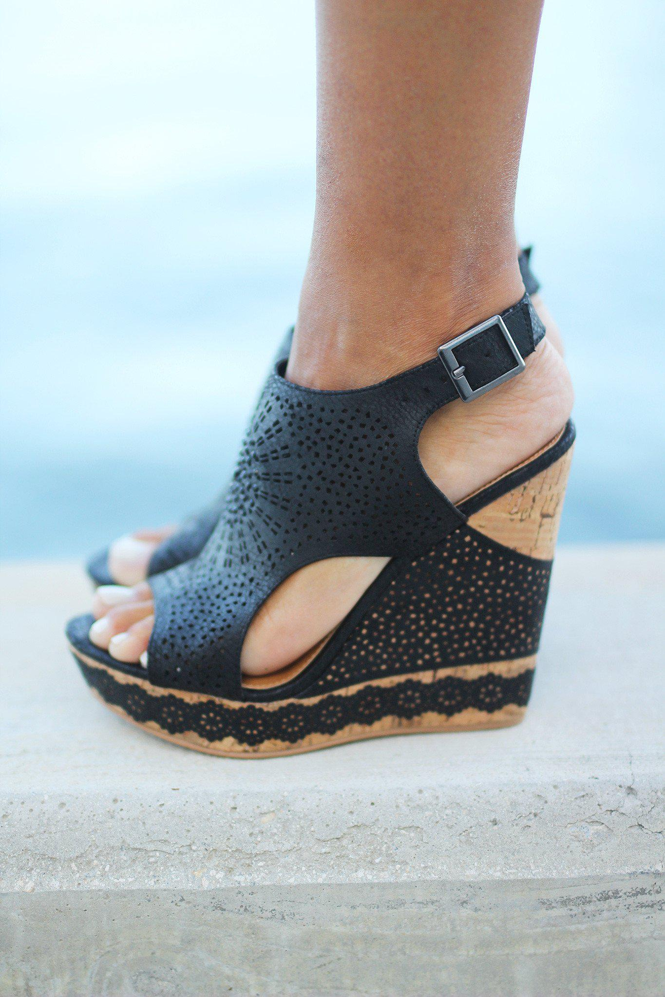Auki Black Wedges