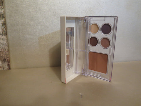 ELIZABETH ARDEN EYESHADOWS/LIP GLOSSES/BRONZING POWDER - Discontinued Beauty Products LLC