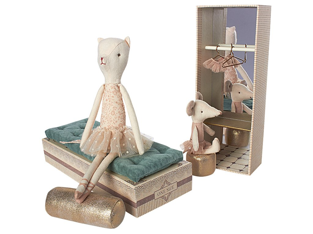 Dancing Cat and Mouse Shoebox - Amy Berry Home