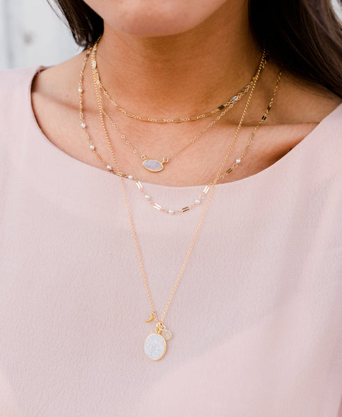 Choker necklace layering tips