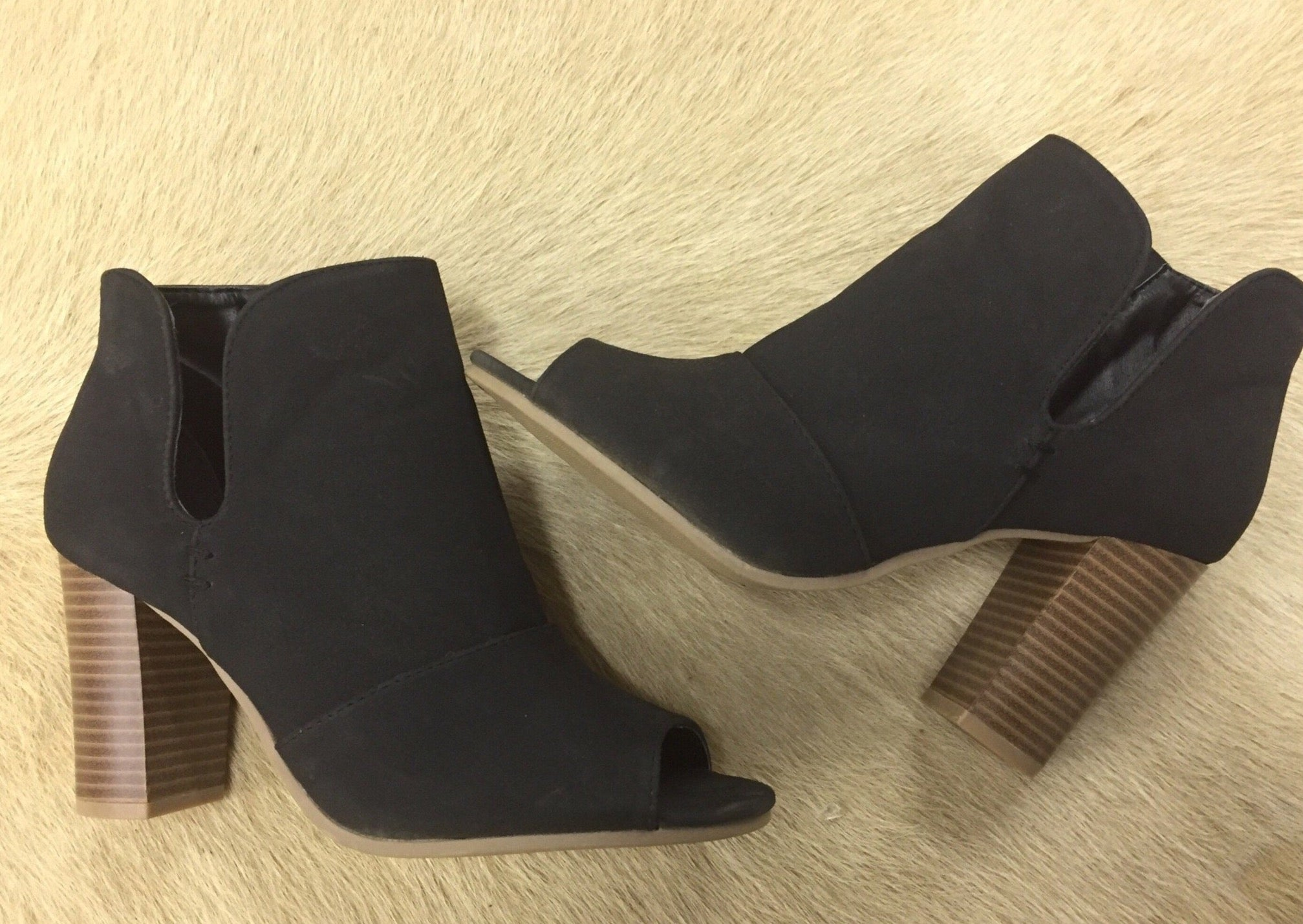 ABUNDANCE LOVE SIDE SLIT BOOTIES
