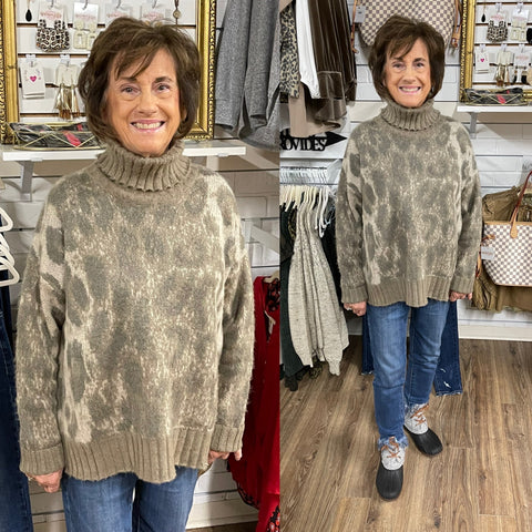 TAUPE LEOPARD TURTLENECK SWEATER